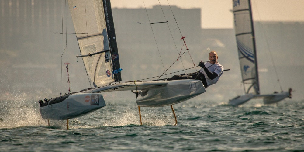 DNA-Performance-Sailing-Roeland-Wentholt-F1x-foiling-Acat-multihull-battle-hydrofoils-Worlds-Acat-Weymouth-aug2019-©GordonUpton