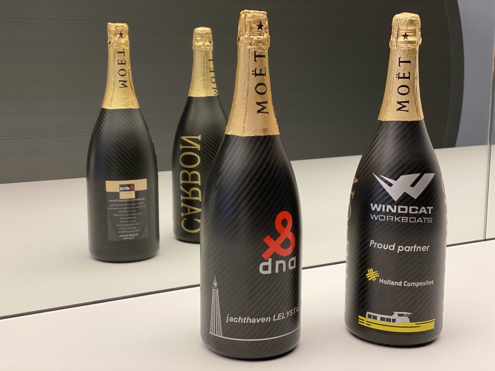 Champagnefles-champagne-bottle-carbon-Holland-Composites-DNA-Performance-Sailing-end-of-year-greetings
